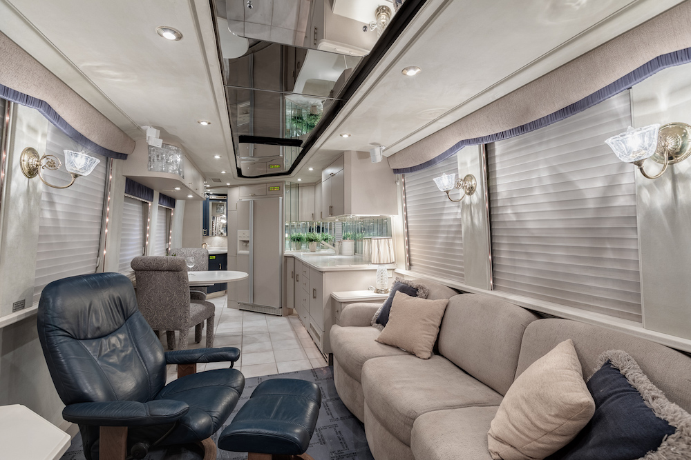 2000 Prevost Couuntry Coach XL For Sale