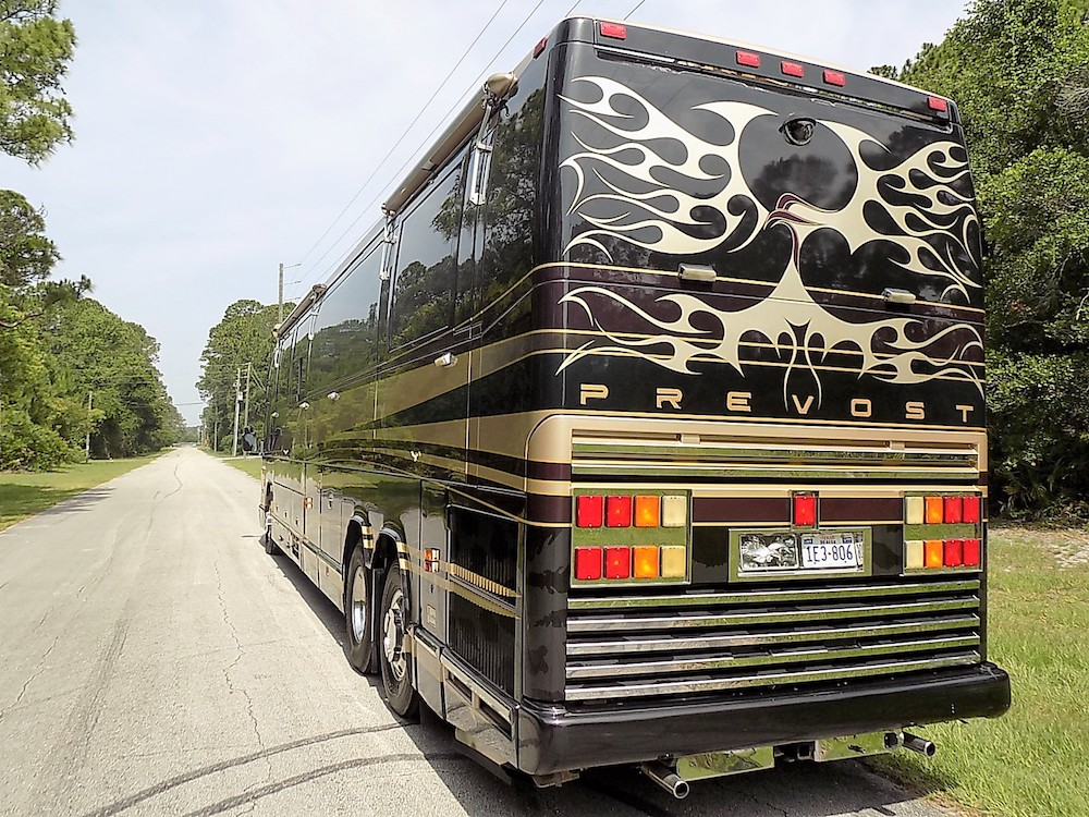 200o0Prevost Featherlite H3-45 For Sale