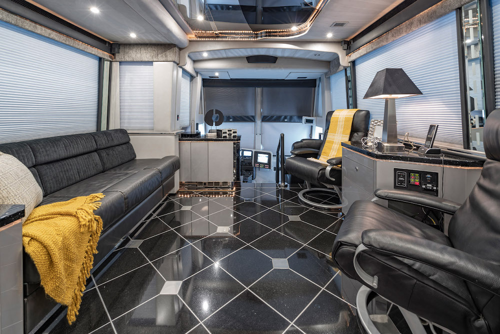 2005 Prevost Featherlite H3-45 For Sale
