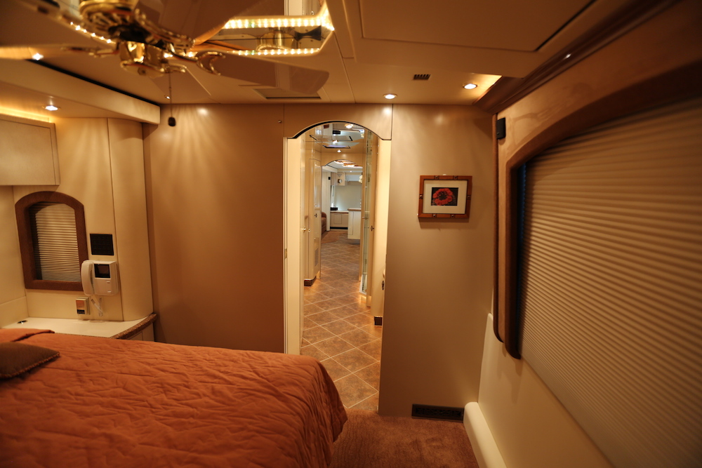 2005 Prevost Parliament H3-45 For Sale