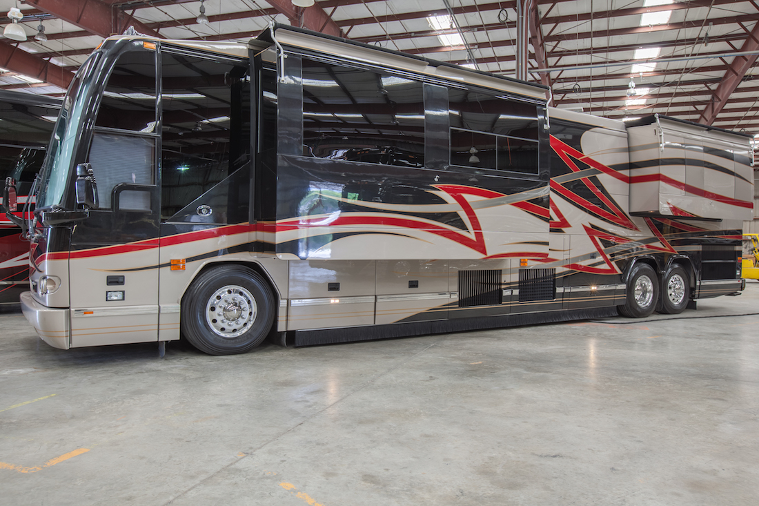 2006 Prevost Featherlite H3-45 For Sale