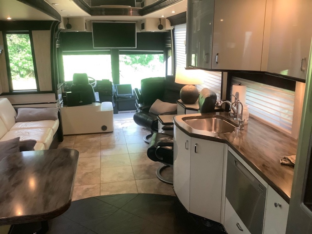 2006 Prevost Legendary XLII For Sale