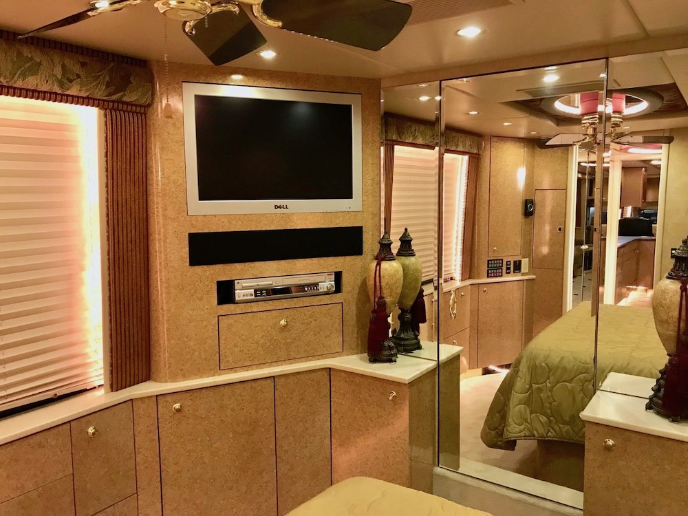 2006 Prevost Thompson XLII For Sale