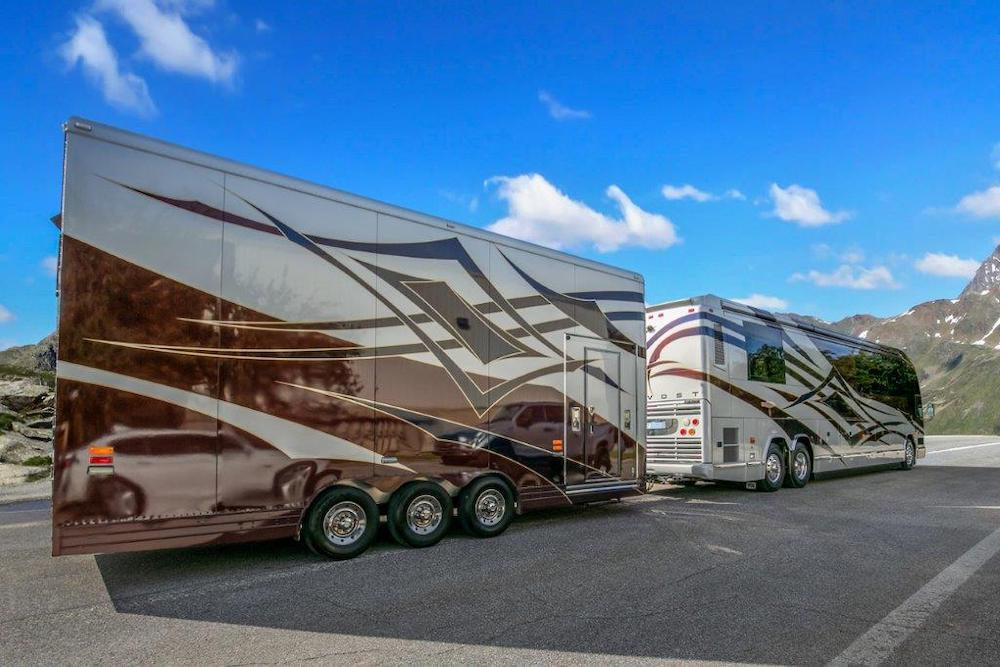 20010Prevost Featherlite H3-45 For Sale