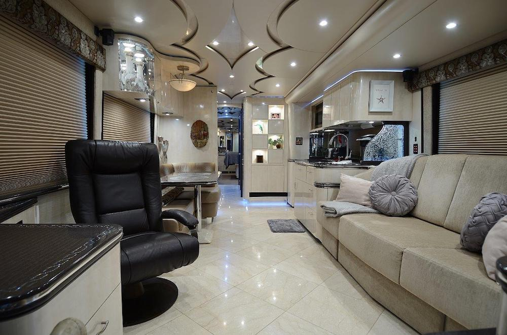 2010 Prevost Featherlite H3-45 For Sale